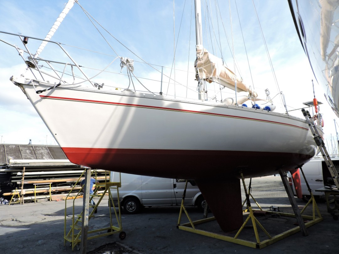 Jeanneau Sunrise 34 having an insurance survey at Gosport Boatyard